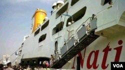 Kapal penumpang Kirana 9 yang bernasib nahas di Pelabuhan Tanjung Perak Surabaya, Rabu (28/9).