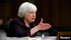 재닛 옐런 미 연방준비제도 의장이 24일 미 상원 금융위원회에 출석해 발언하고 있다.
