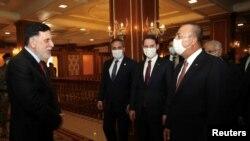 Liviyaning Milliy birlik hukumati raisi Fayoz Siroj Turkiya vazirlari bilan uchrashmoqda, Tripoli, 17-iyun, 2020-yil