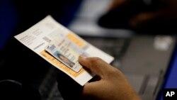 Cả hai phán quyết có nghĩa là cử tri ở cả hai bang Wisconsin và Texas sẽ không phải trình chứng minh thư có hình trước khi bỏ phiếu trong cuộc bầu cử tháng 11.
