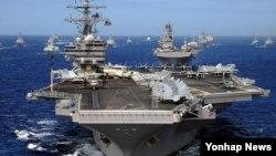 미츠급 핵추진 항공모함인 로널드 레이건호(CVN-76·10만4천200t급)가 다음 달 중순 부산항에 입항할 것으로 알려졌다. 사진은 로널드 레이건호.