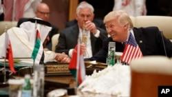 美國總統川普星期日在沙特首都利雅得舉行的阿拉伯伊斯蘭美國峰會上