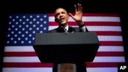 Presiden AS Barack Obama berbicara dalam salah satu acara penggalangan dana Partai Demokrat di New York (17/6). (AP/Pablo Martinez Monsivais)