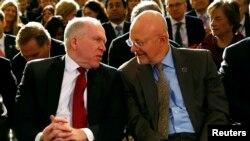 Hai ông John Brennan và James Clapper nằm trong số những người ông Trump tính tước quyền thông hành an ninh