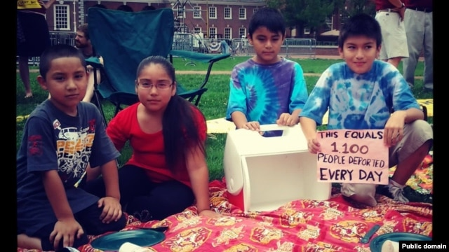 "Children of immigration activists participate in the New Sanctuary Movement's ""Un-Barbecue"" for immigrant justice in Philadelphia, Pennsylvania on July 3, 2013. (Photo by Nicole Kligerman)"