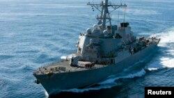 El destructor USS John McCain es uno de los dos buques enviados al Pacífico occidental.
