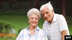 Văn Phòng Kiểm Kê Dân Số cho biết những người trên 65 tuổi chiếm khoảng 13% dân số Hoa Kỳ năm 2008, và theo dự phóng sẽ tăng lên 20% năm 2050