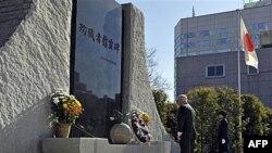 Роберт Гейтс во время во время одной из мемориальных церемоний в Токио. 13 января 2011г.