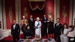 مجسمه های موزیم مادام توسودس به مناسبت ۹۰ سالگی ملکۀ بریتانیا