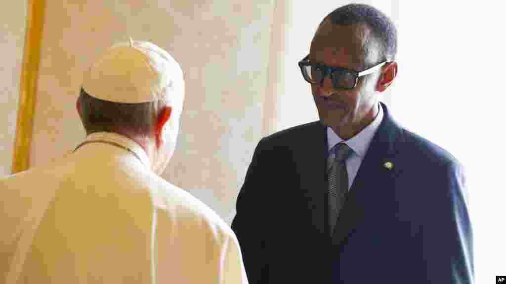 Le pape Francis reçoit le président rwandais Paul Kagameau Vatican, le 20 mars 2017.