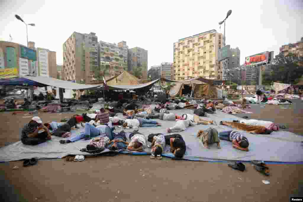 Supporters of deposed Egyptian President Mohamed Morsi sleep at the Rabaa Adawiy square, Cairo, where they are camping, July 9, 2013.