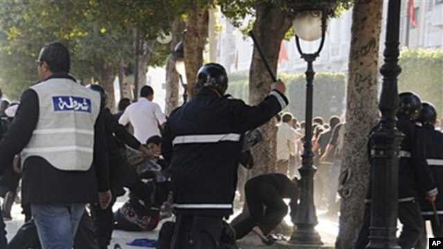 Tunisian police officers disperse hundreds of demonstrators during clashes in Tunis, May 5, 2011