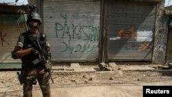 Tentara Pakistan dalam operasi militer melawan militan Taliban di kota Miranshah, Waziristan utara (9/7).