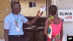 Wata yarinya 'yar shekar 10 daga cikin iyalan yaron da ya mutu ita ma tana dauke da kwayar cutar Ebola