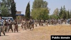 بهشێک له پێشمهرگهکانی حیزبی دێمۆکڕاتی کوردستانی ئێران له کاتی چوون بۆ بهرهکانی شهڕ له گهڵ داعش، پێنج شهمه 7ی ئاگوست 2014 وێنه:ئاسۆ ساڵح