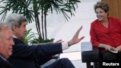 Braziliya prezidenti Dilma Rusef, Davlat kotibi Jon Kerri Braziliada ko'rishmoqda.