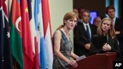 La embajadora de Estados Unidos ante la ONU, Samantha Power, habla durante una conferencia de prensa luego de la presentación del informe de la ONU sobre Siria.