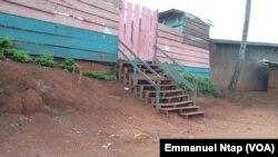 Une école primaire privée autorisée à fonctionner au quartier Tsinga à Yaoundé, 17 août 2017. (VOA/Emmanuel Ntap).