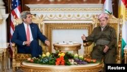 美国国务卿克里(左)6月24日会晤库尔德自治区领导人巴尔扎尼