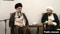 صادق آملی لاریجانی رئیس قوه قضاییه در کنار رهبر ایران