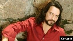 Marco Antonio Solís es considerado la voz romántica y poética de México para el mundo.