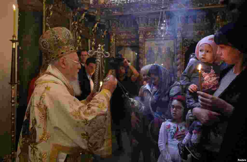 مراسم دعای عید پاک مسیحیان ارتودوکس، روز یکشنبه در کلیسای جامع سنت جرج استانبول