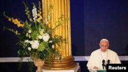Papa Francis akizungumza mjini Dublin katika ziara yake ya kwanza Ireland. Agosti 25, 2018.