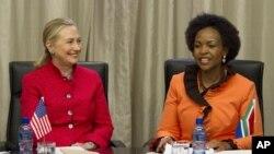 美国国务卿克林顿与南非外交部长马沙巴内在南非的比勒陀利亚会面