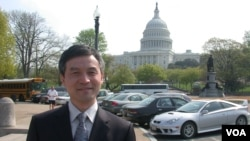 FILE - He Weifang in Washington in 2006. (VOA/Zhiyuan)