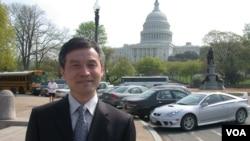 賀衛方2006年在華盛頓留影 (美國之音記者致遠拍攝)