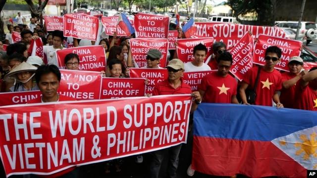 Người dân Việt Nam và Philippines thời gian qua đã thể hiện tình đoàn kết trong khi hai nước cùng bị Trung Quốc 'ức hiếp' trên biển Đông.