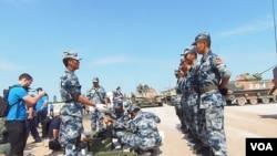 中国仅能出钱?今年夏季来俄罗斯参加军事比赛的中国军人。(美国之音白桦拍摄)