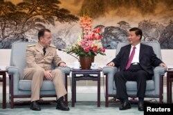 2011年7月11日,美国参谋长联席会议主席迈克·马伦在北京人民大会堂与中国国家副主席习近平会谈。