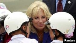"""La esposa del vicepresidente Joe Biden ha dicho que él sería """"un excelente presidente""""."""