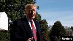 Tổng thống Donald Trump nói chuyện với báo chí ở Bãi cỏ Nam của Nhà Trắng trước khi lên đường đi Alabama và New York, ngày 9 tháng 11, 2019.