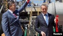 Фірташ та Янукович відкривають завод у Криму