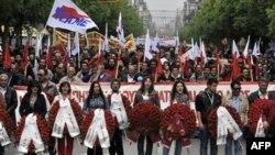 Hàng ngàn công nhân tại các thành phố lớn trên thế giới đã xuống đường đánh dấu ngày Lao Động Quốc Tế