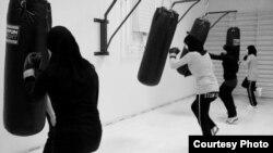 نادیا احمد، عکاس مسلمان از دانمارک، در این عکس ایده خود را از آنچه شکل مناسبتر زندگی زنان مسلمان می داند، به تصویر کشیده است.