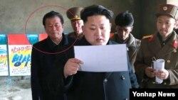 지난 3월 김정은 국방위원회 제1위원장의 평양 양로원 건설현장 현지 지도를 수행한 오수용 북한 노동당 비서의 모습. (사진=연합뉴스)