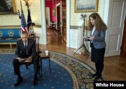 سحر نوروز زاده در کنار باراک اوباما، رئیس جمهوری آمریکا