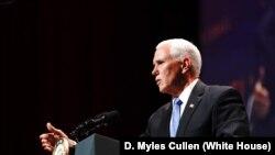 美国副总统彭斯7月8日在华盛顿发表讲话