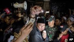 印尼抗议者在法律援助学院办公室外反对共产主义(2017年9月18日)