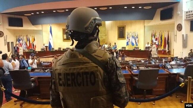 """Amnistía Internacional alertó sobre el despliegue de las fuerzas de seguridad, mientras que la Unión Europea llamó a resolver la situación de """"forma satisfactoria y pacífica"""". Foto Enrique López"""