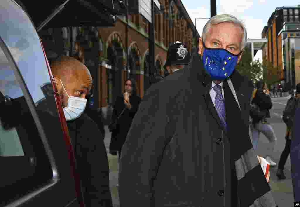 EU Chief negotiator Michel Barnier wears a face mask as he arrives at St Pancras station in London, Thursday, Oct. 22, 2020. (AP Photo/Alberto Pezzali)