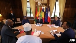 French President Macron (C) hosts a meeting with Burkina Faso's President Roch Marc Christian Kabore, Chadian President Idriss Deby, Malian President Ibrahim Boubacar Keita, Mauritania's President Mohamed Ould Abdel Aziz, and Niger's President Mahamadou Issoufou, Dec. 13, 2017.