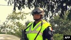 Một cảnh sát đang canh trong khu vực hội nghị Cancun