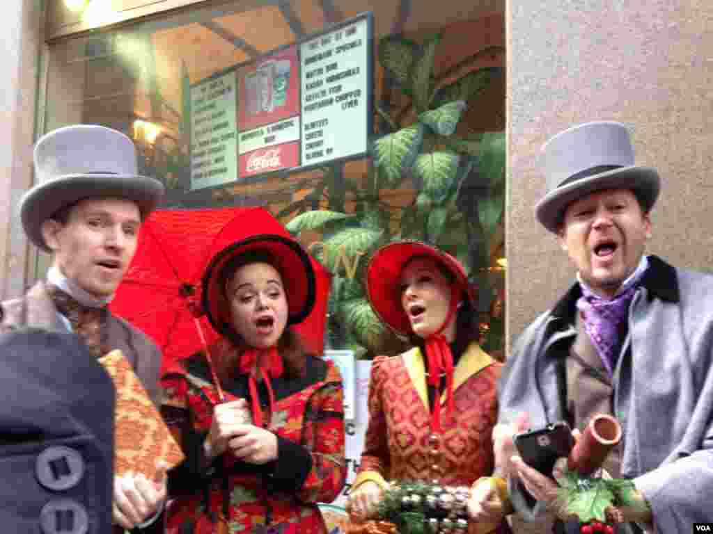 Carolers joined the rally for the café, singing about matzoh balls in a reworked version of the holiday carol Silver Bells, VOA / Jeff Lunden