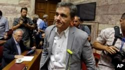 Bộ trưởng Tài chính Hy Lạp Euclid Tsakalotos họp với các nhà lập pháp của đảng Syriza tại Quốc hội Hy Lạp hôm 10/7/2015.