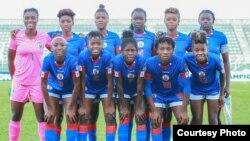 Seleksyon foutbòl feminen ayisyen an. (Foto sou paj Facebook FHF a, Féderation Haitienne de Football la)