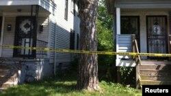 EStas son las dos viviendas donde se encontraron los cuerpos. Uno en el sótano y el otro en una casa abandonada anexa.